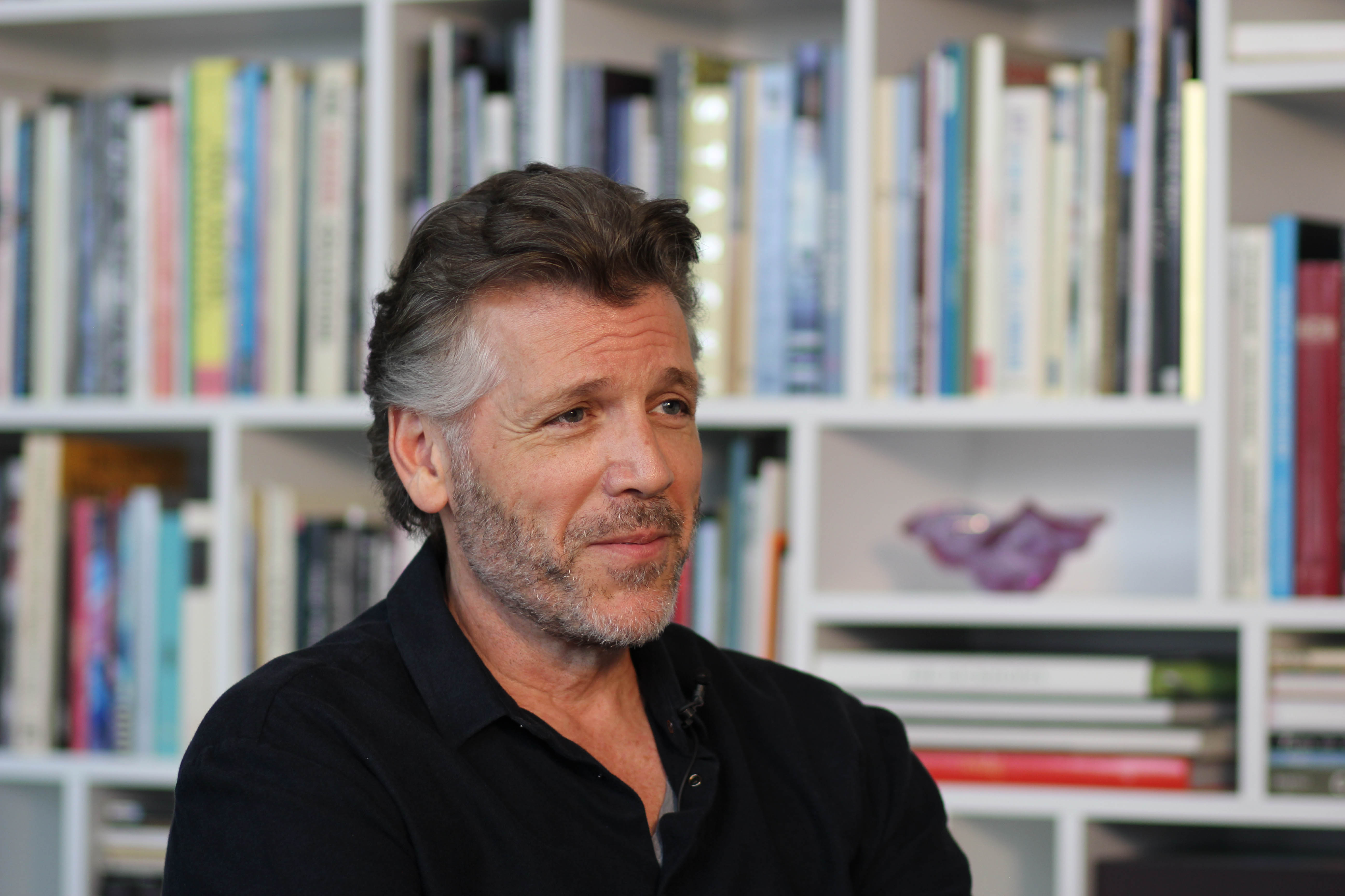 thomas hampson in front of book wall